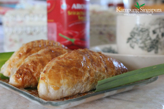 Curry Puffs with Teh-Tarik for Tea Time